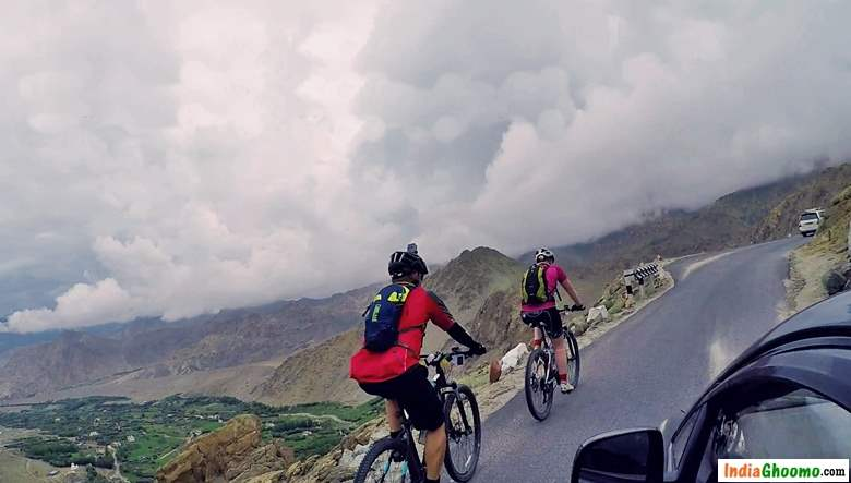 Khardung La by Cycling